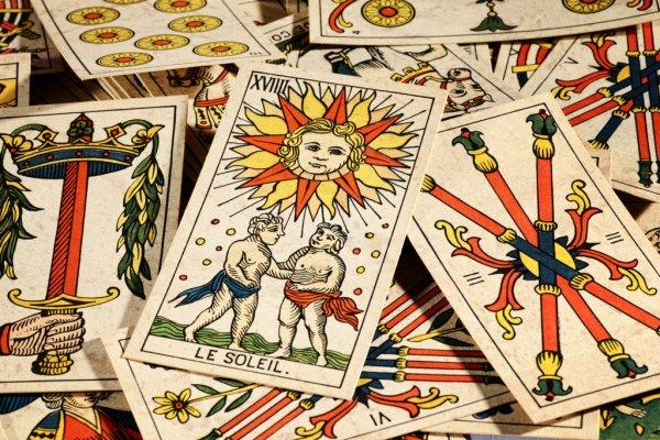 depositphotos 42537415 stock photo set of tarot cards Все, що потрібно знати про ворожіння на картах Таро
