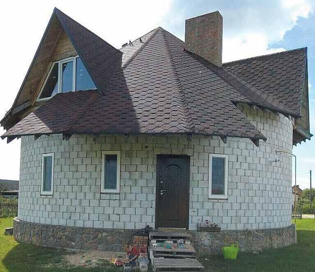 600d5fd805a9b «Будто в настоящем термосе». На Волыни двое хозяев построили дома без всякого угла