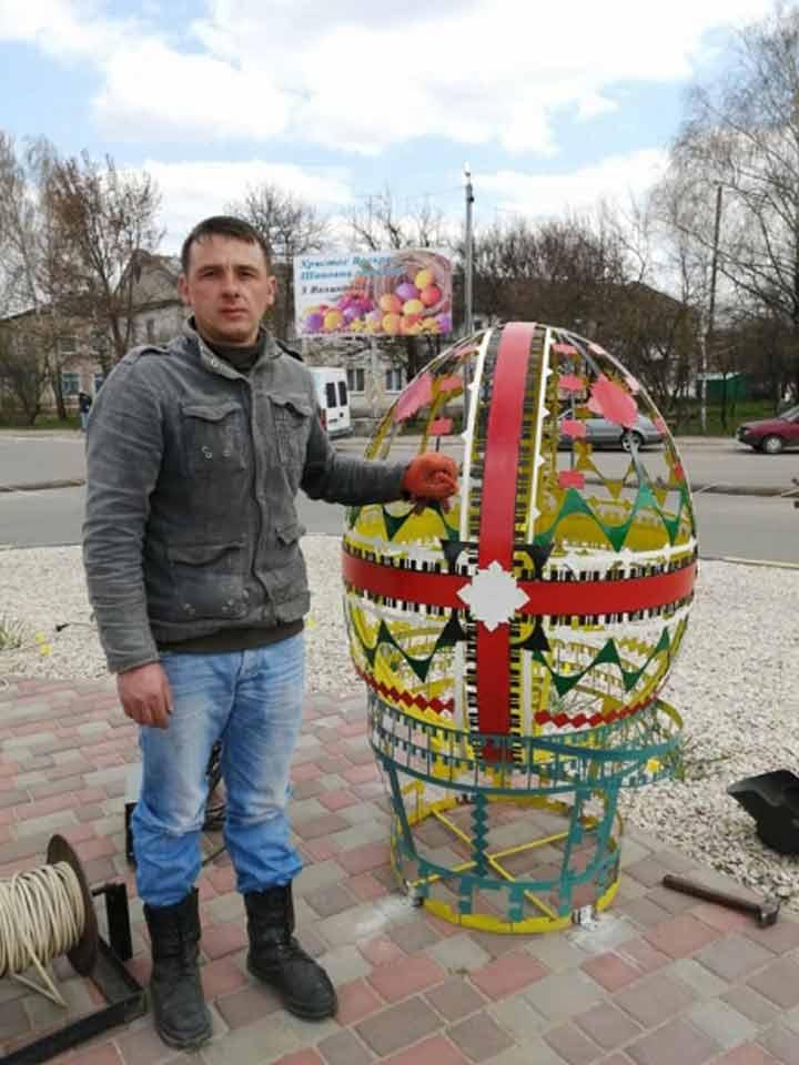 sosnyczi vstanovyly dekoratyvni pysanky1 У Сосниці встановили декоративні писанки